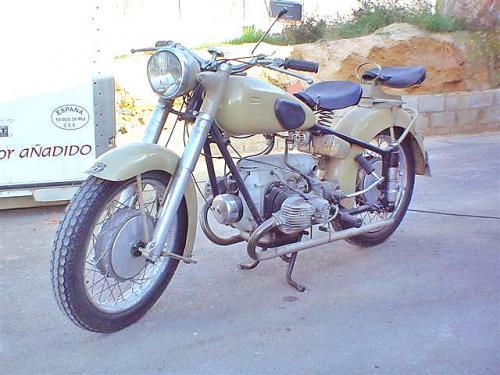 1952_Canary1